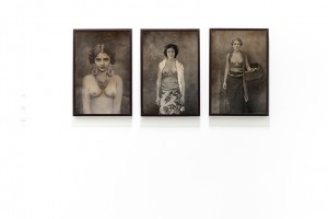 From left to right: Agan Harahap, Miss Toedjillah (Meisjes Uit Indonesië), Miss Ratmi (Meisjes Uit Indonesië), Miss Djoeminten (Meisjes Uit Indonesië), 2018, archival pigment print on paper, 60 x 40 cm, edition 1 of 3 + 1 AP