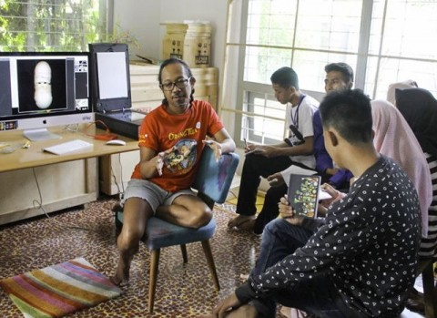 Keteguhan Angki Purbandono Berkarya dengan Melawan Arus Fotografi | Jawa Pos